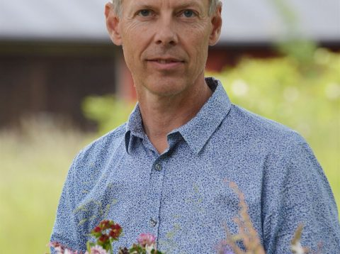 JOBS SISTERS: Gunnar Kaj about engineering with real and printed flowers