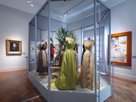 Aktuell utställning: Augusta Lundin. Sveriges första modehus <br>29 augusti 2020 — 24 januari 2021